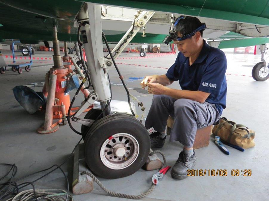 Right landing gear wire bundle repair for NA-301(14 total pictures)