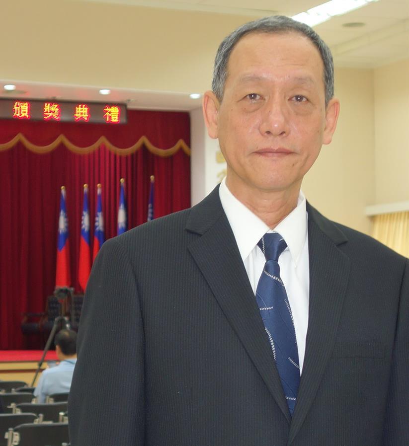 104年內政部模範公務人員董劍城總隊長.jpg