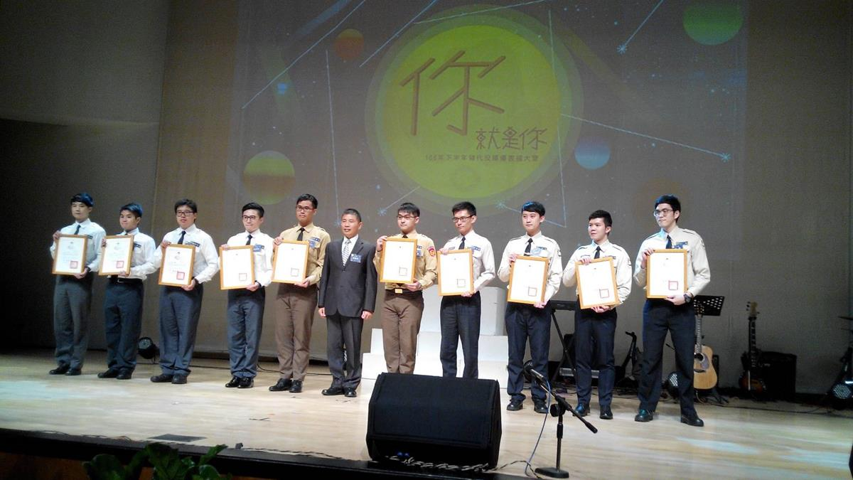 The awarding ceremony (2 photos)..jpg