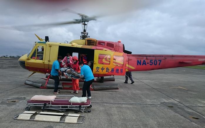 UH-1H直升機與救護任務人員