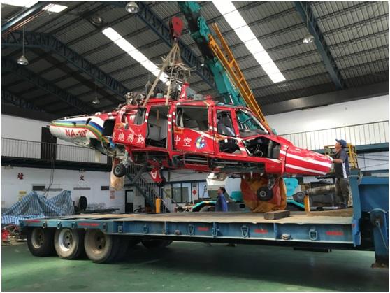 AS-365海豚型直升機吊車上架情景.jpg