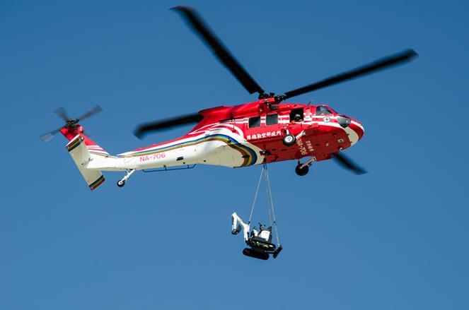 UH-60M黑鷹直升機吊掛救災設備側面照.jpg