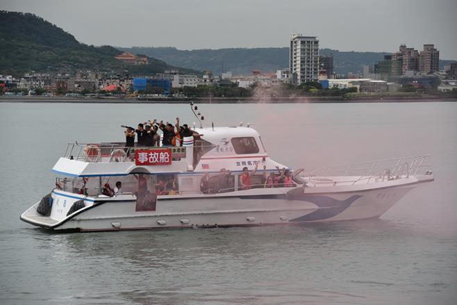 參與演練的事故船近拍.jpg