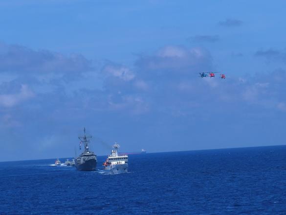 海巡署出動高雄艦、苗栗艦及海軍成功級、錦江級軍艦等10餘艘艦艇.jpg