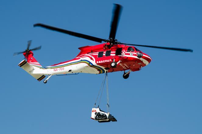 UH-60M黑鷹直升機吊掛各式救災設備.jpg