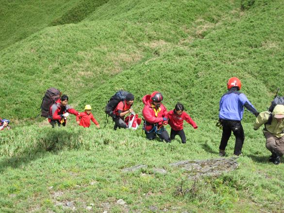 6 trapped hikers were rescued at Batongguang at Renai Nantou on Jul 23 2014.jpg