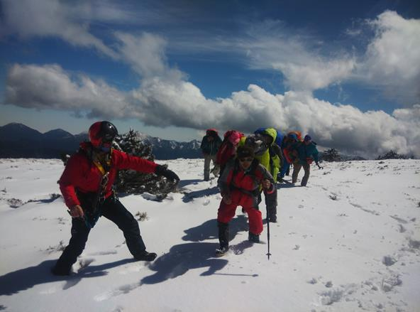 11 stranded hikers were rescued at Jundongshan in Nantou on Mar 26 2016 (4 total pictures).jpg