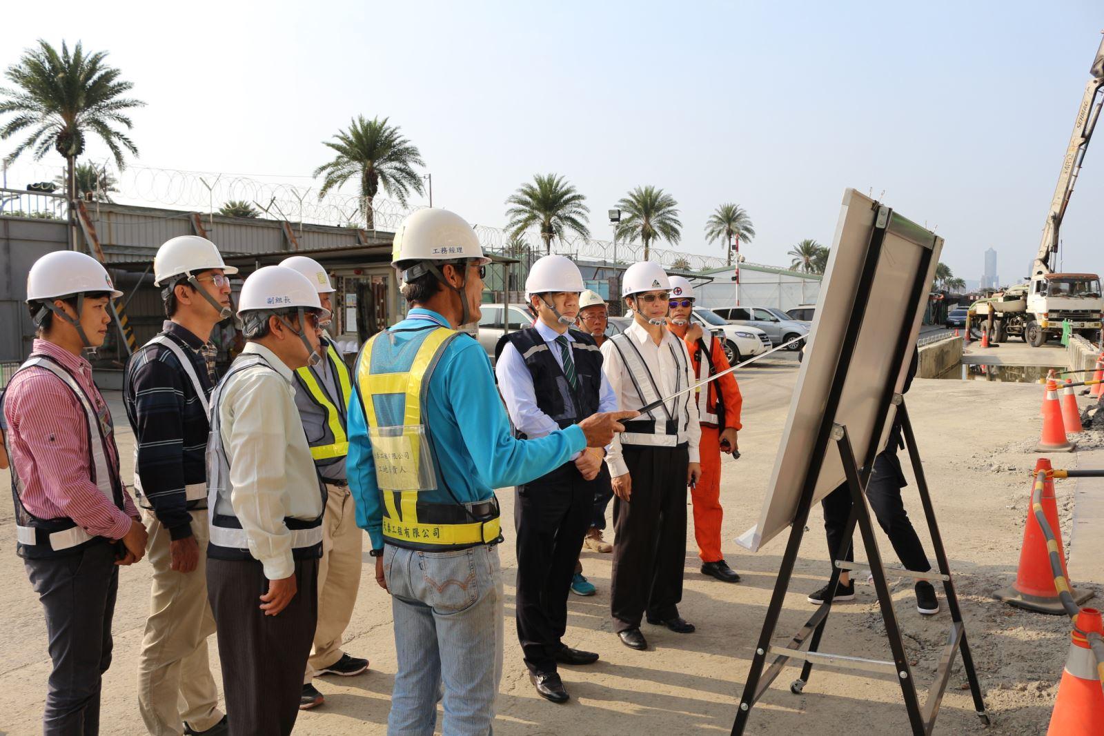 內政部次長陳宗彥關心內政部空中勤務總隊興建中的高雄駐地直升機棚廠工程