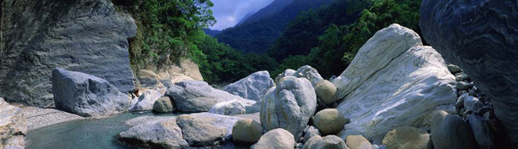 The geological features of Taroko are analogous to those of the eastern side of the Central Mountain Range. Marble, schist, gneiss and phyllite are predominant. The most ancient layer of rocks found in Taiwan is marble, formed approximately 250 million years ago.