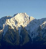 奇莱連峰は険しい地形と切り立った断崖に合わせて天候の変化の目まぐるしいところから登山者に「黒い奇莱」と恐れられています。