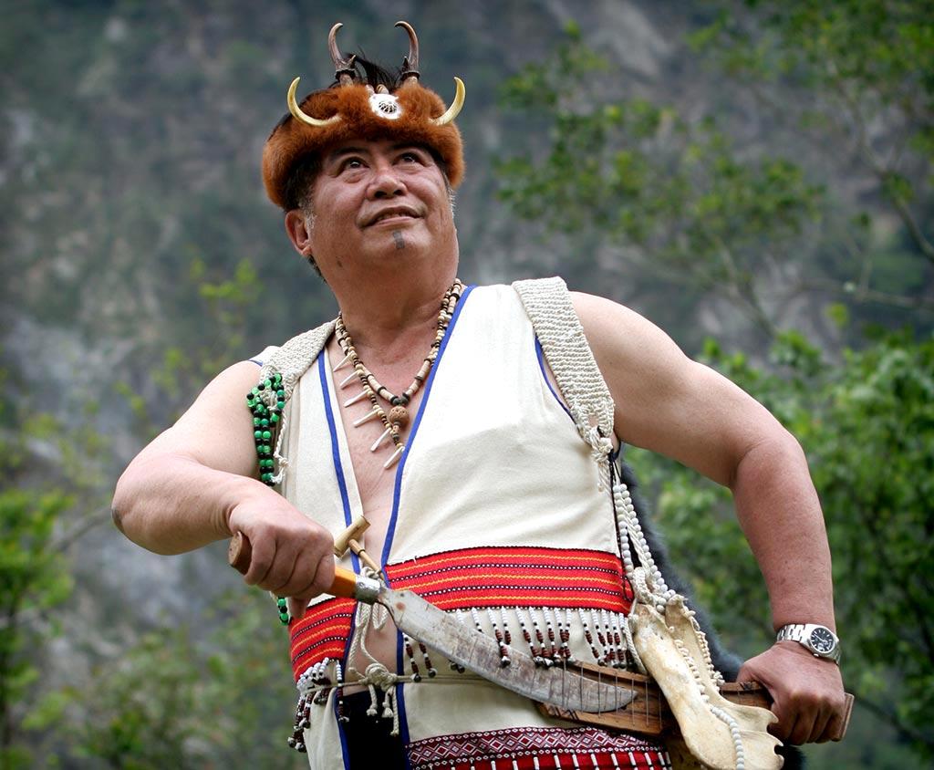 太魯閣族男性展現英勇