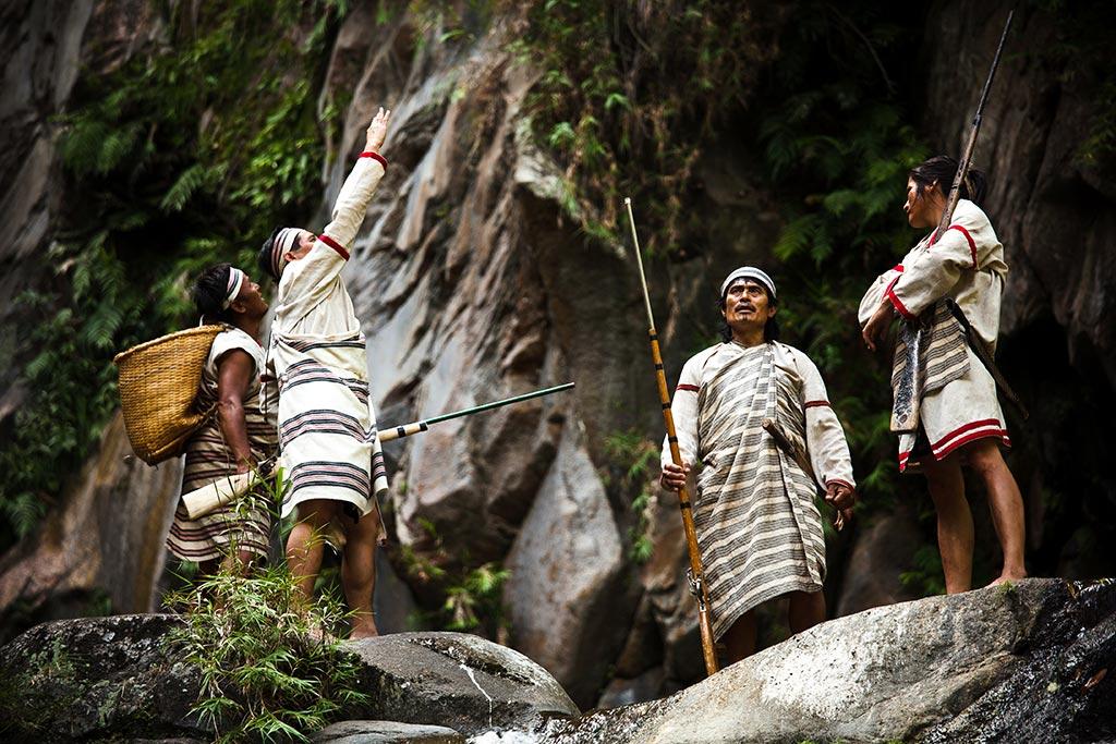 獵人群向祖靈祈禱
