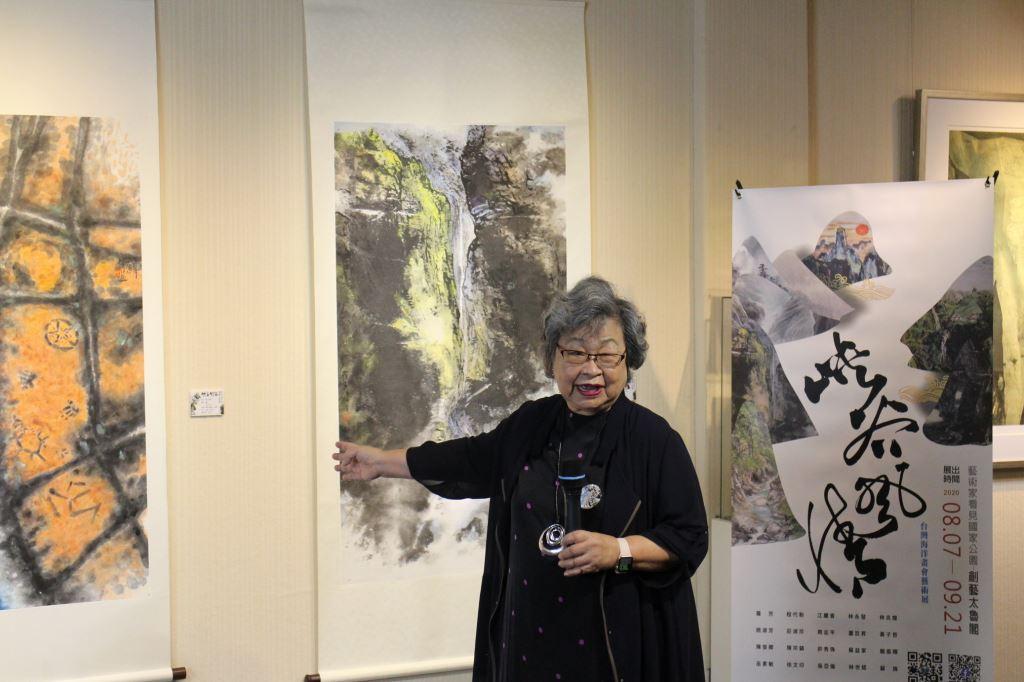 「峽谷風情」展覽開幕式,台灣海洋畫會創會理事長羅芳教授致詞分享創作(.jpg)