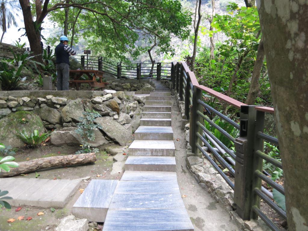 靳珩公園入口樓梯