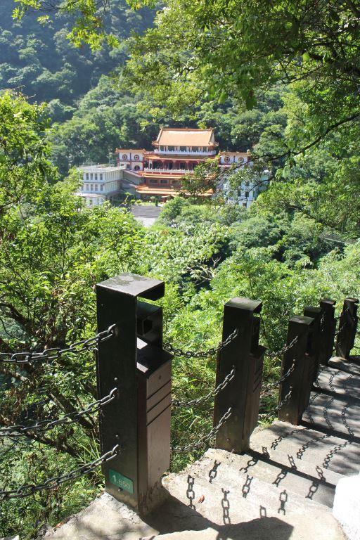 長春祠遊步道(1.65Kマイレージカード)禪光寺を見下ろす(.jpg)