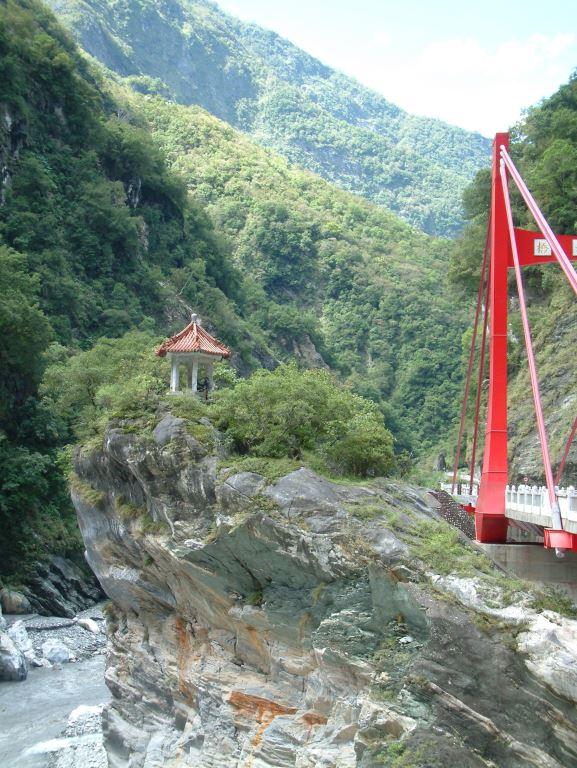 橋旁佇立的蘭亭(.jpg)