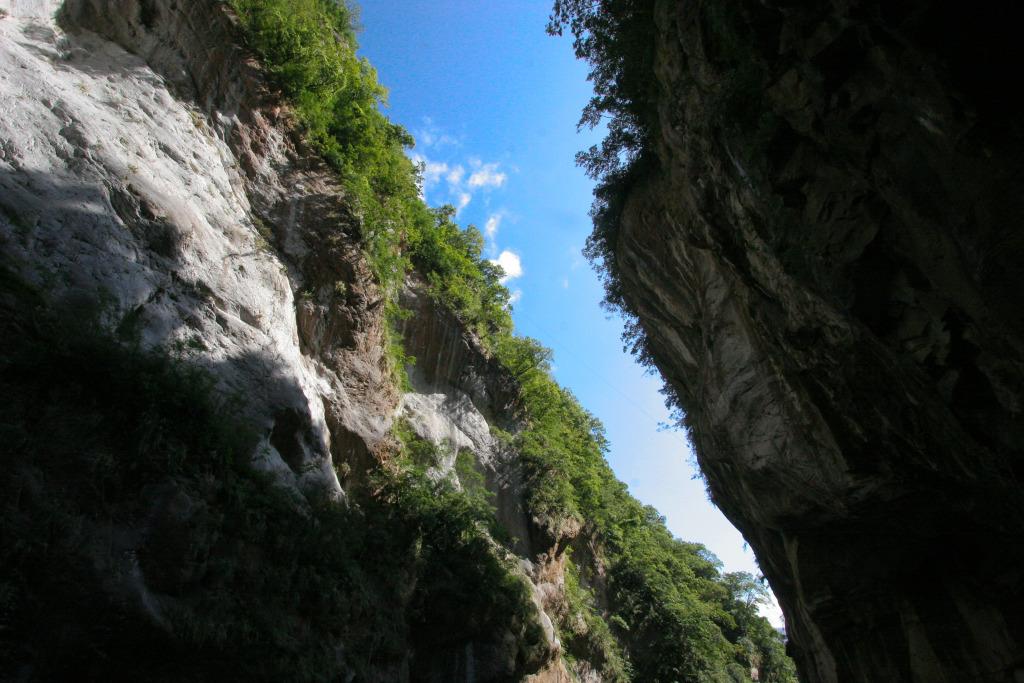 Taroko Gorge at Swallow Grotto (Yanzikou) Trail(.jpg)