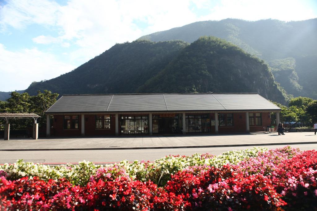 Front Square of Taroko Vistisor Center(.jpg)