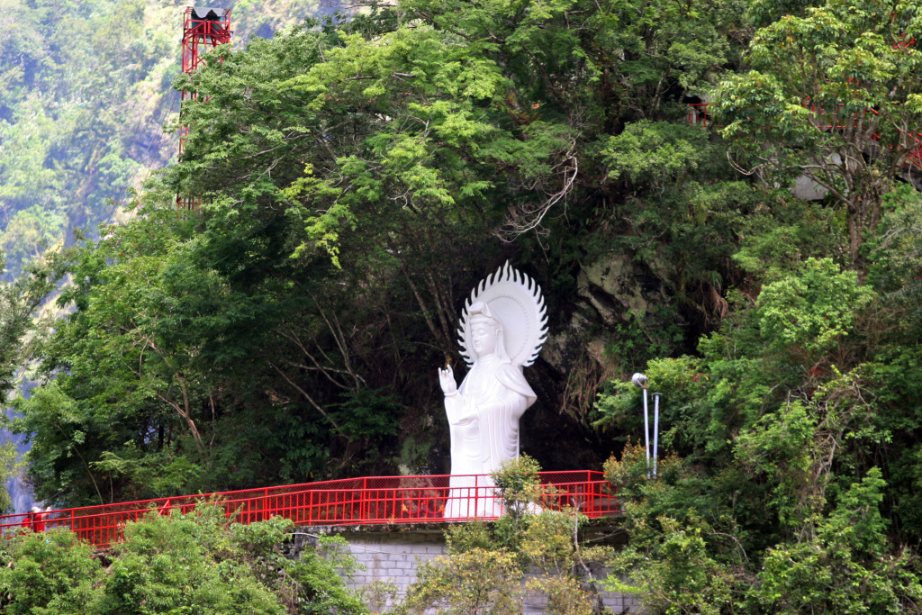 White Robed Guanyin Bodhisattva(.jpg)
