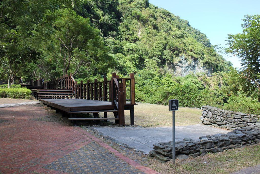 Viewing plank road(.jpg)