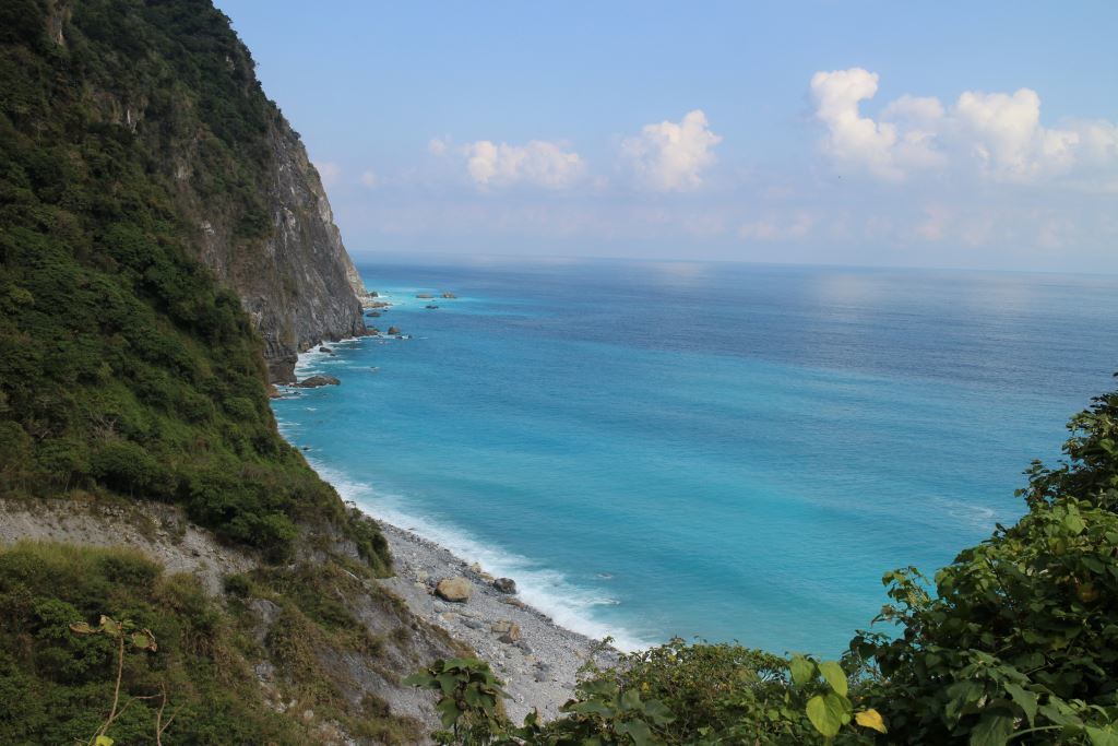 Overlooking Qingshui Cliff(.jpg)