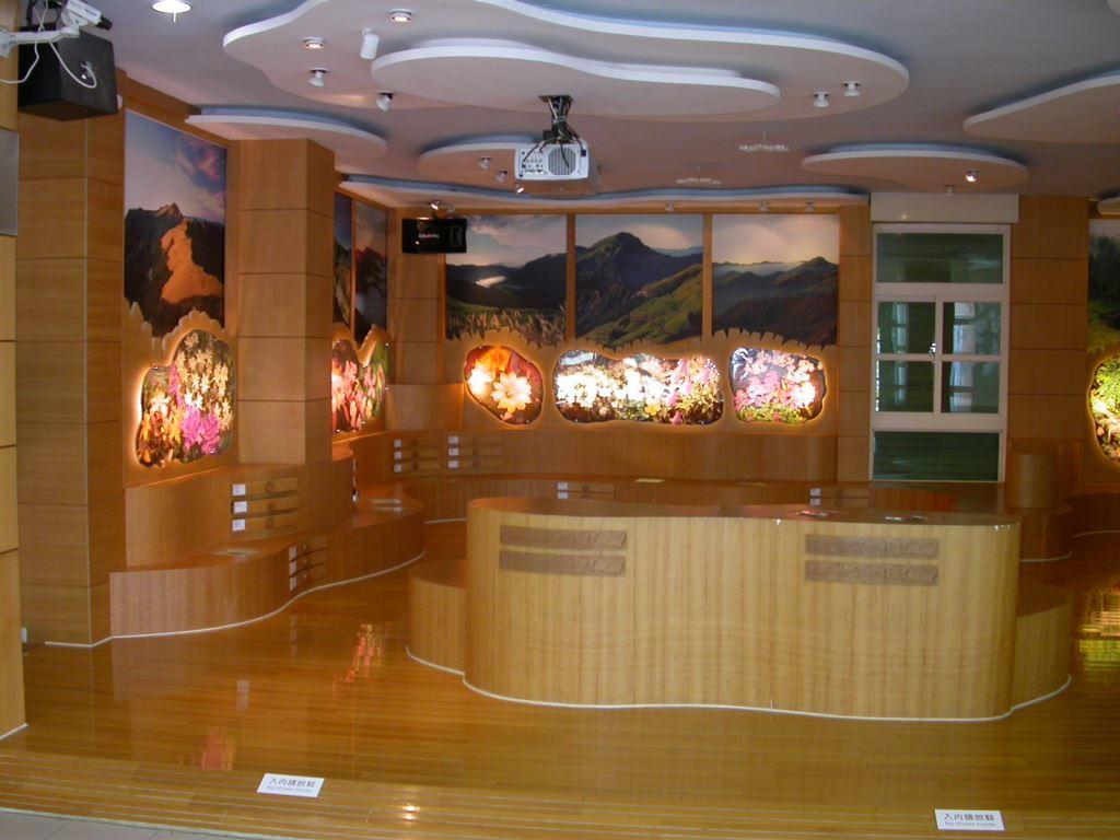 Exhibition Hall at Mt. Hehuan Service Station (.jpg)