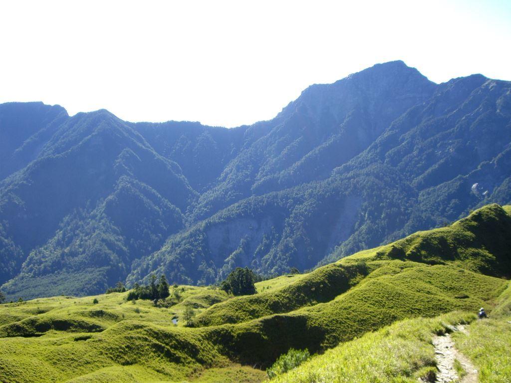 The view of the main north peak of Qilai