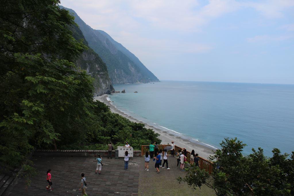 Chongde Trail overlooks Qingshui Cliff