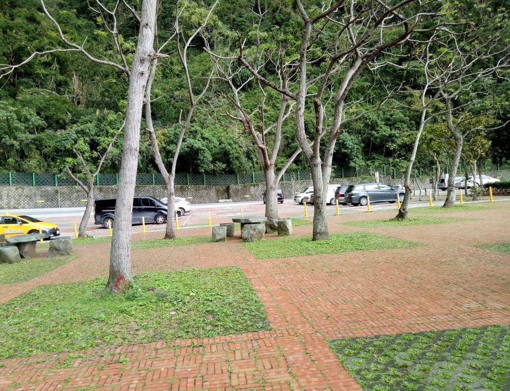 Huide Trail Parking Lot(.jpg)