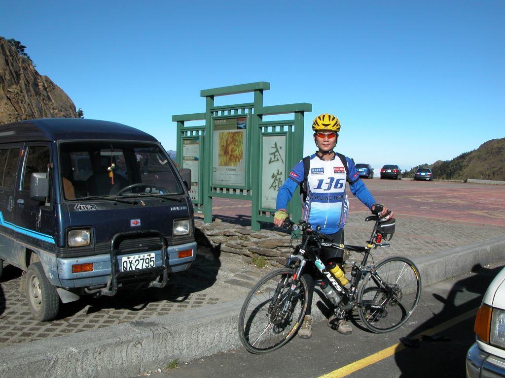 Cycling up to Wuling at 3275 m(.jpg)