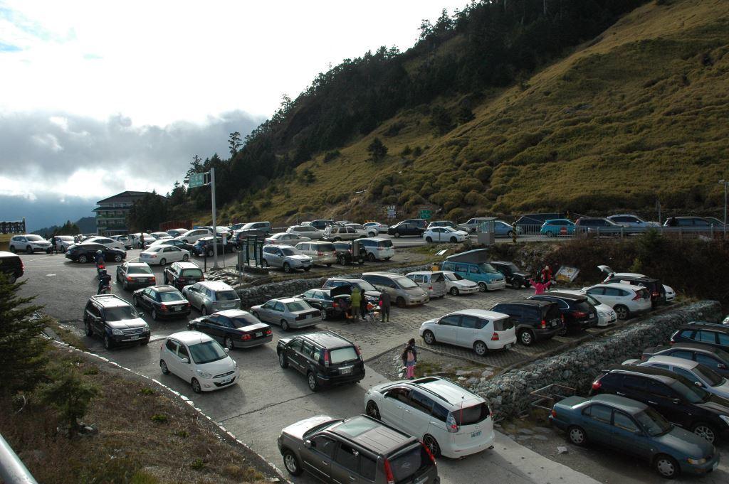 Parking Lot at Hehuanshan Visitor Center(.jpg)