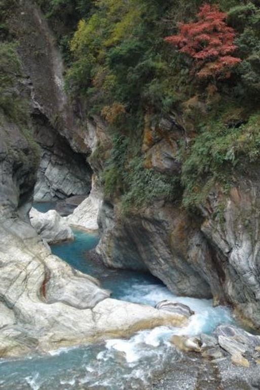 溪谷之水與石(.jpg)