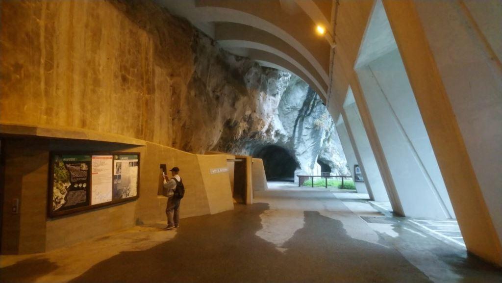 Trail Head  of Tunnel of Nine Turns(.jpg)