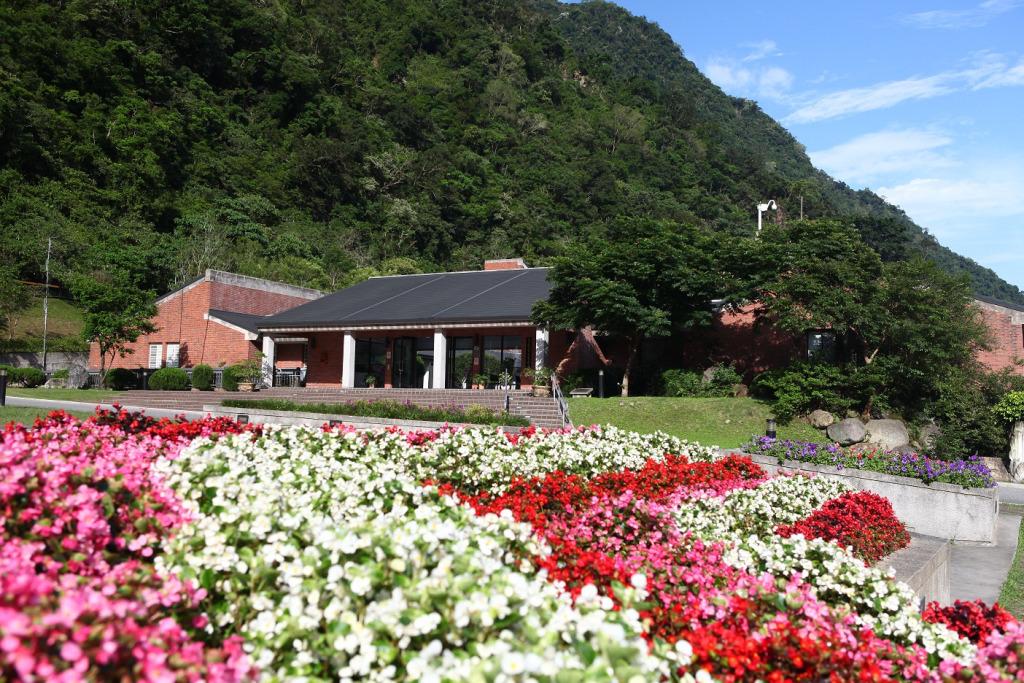 太魯閣台地前方花圃(.jpg)