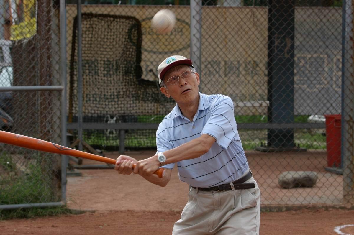 開球儀式打擊者:測量學會曾理事長德福