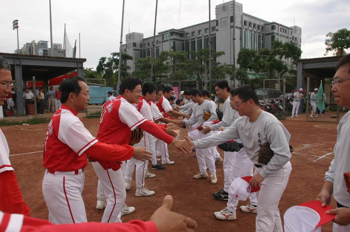 首場比賽本局與台南市政府先禮後兵