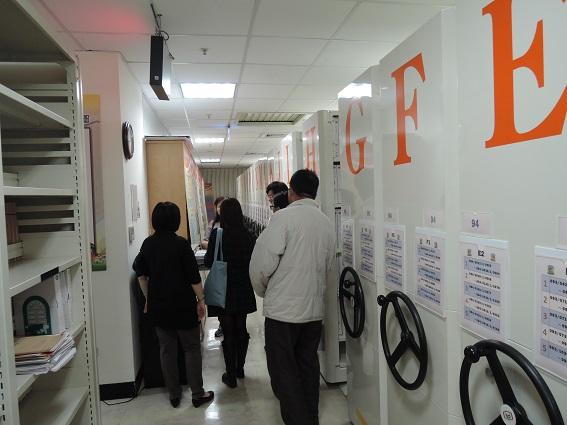 臺中市政府地方稅務局人員介紹檔案庫房管理情形