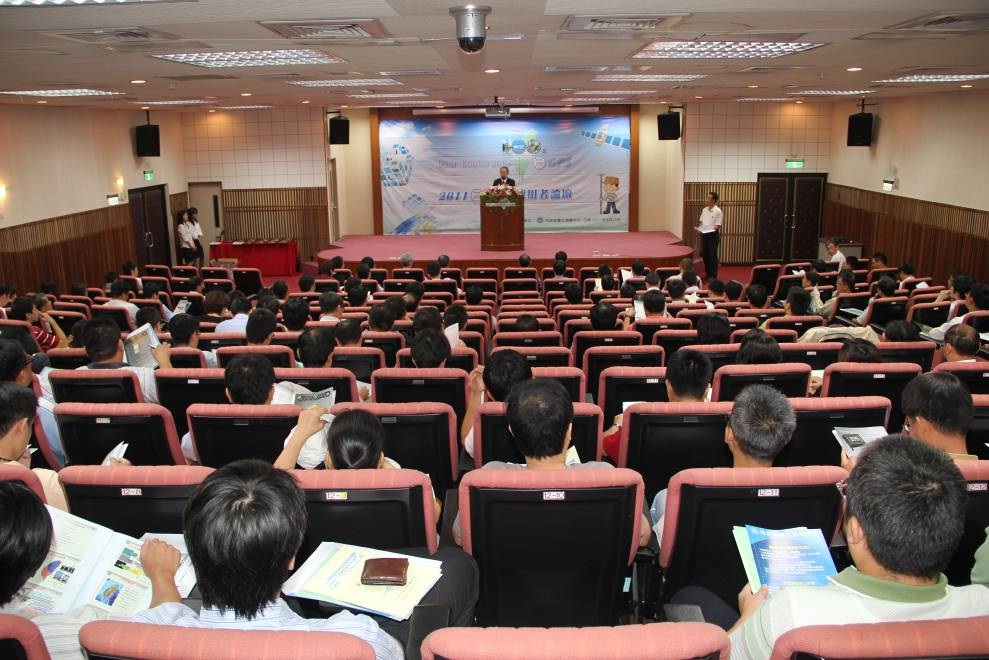 測繪各屆踴躍參加,會場內幾乎坐無虛席