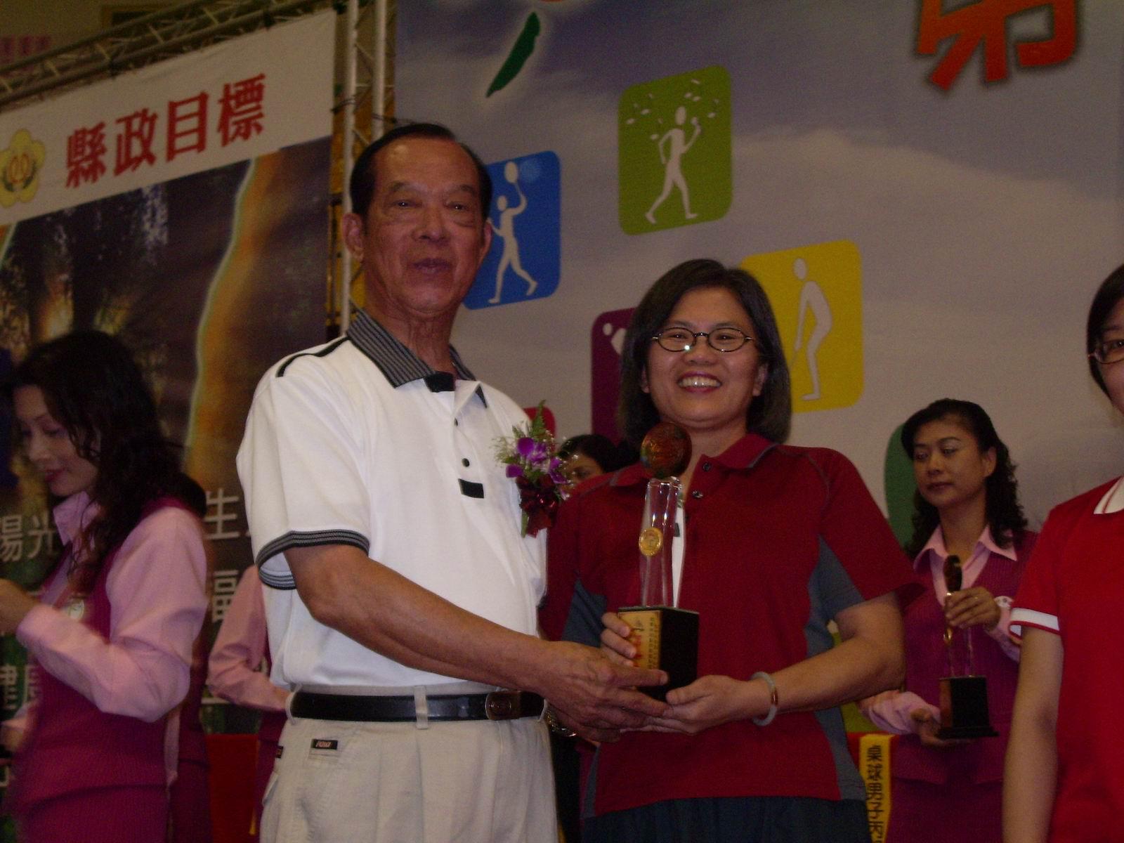 內政部榮獲女子羽球第一名