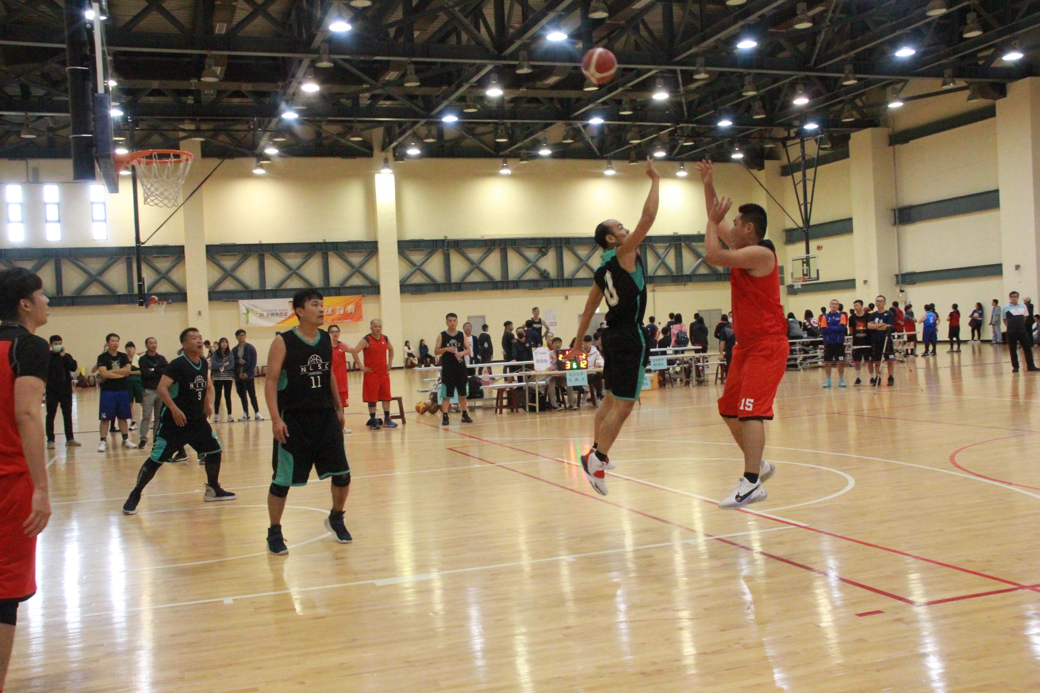 3對3籃球乙組冠軍賽(左王 健中莊峰輔右岳志霖)