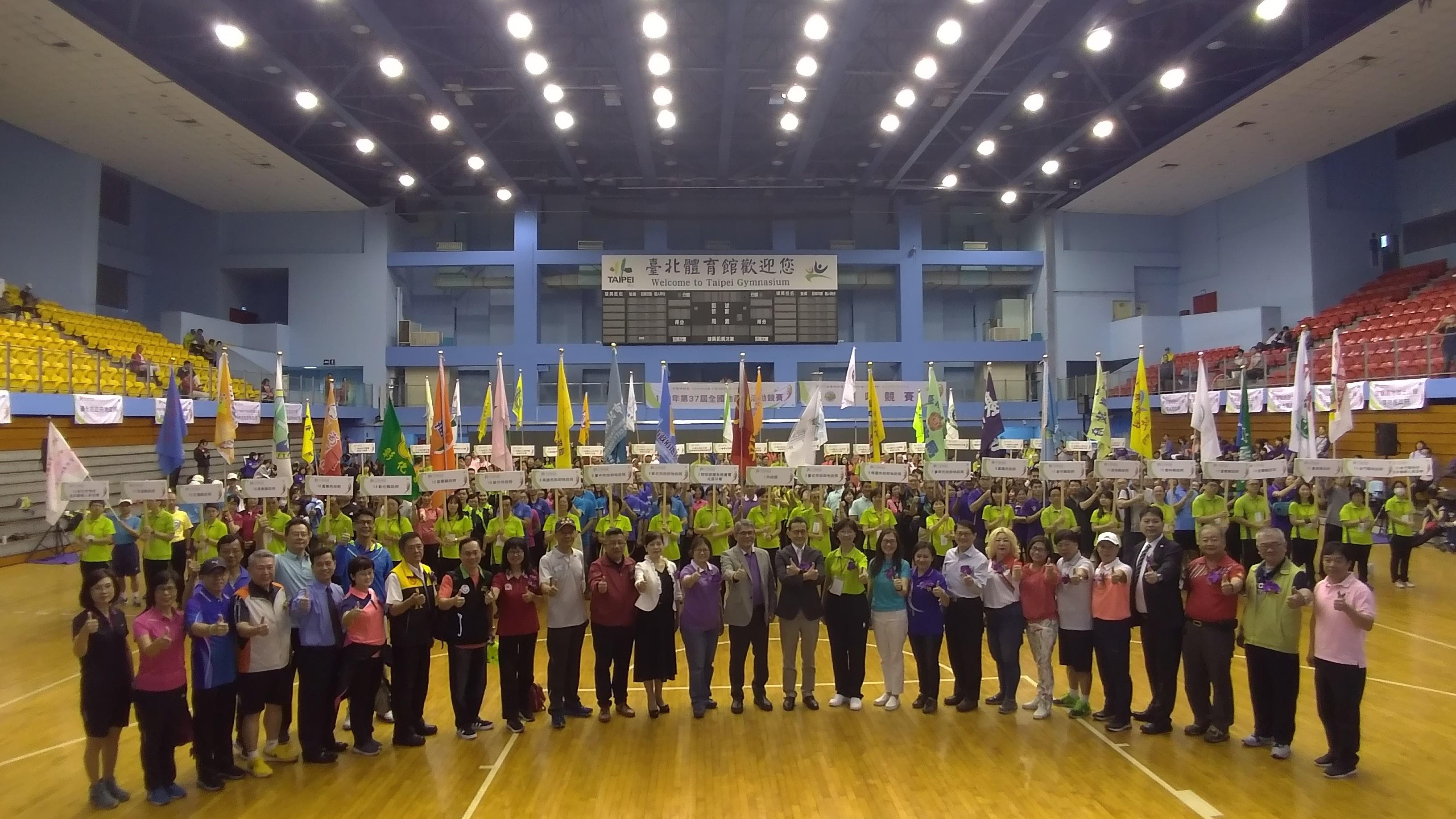 開幕典禮臺北市政府地政局張局長治祥與與會貴賓、參賽隊伍合照